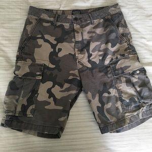 Levi's Camo shorts 34